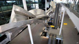 Heathrow T2 sculpture unveiled