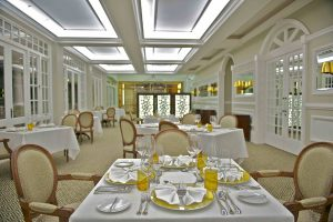 Hemingways hotel dining room