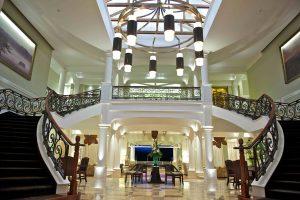 Hemingways hotel mobby main view